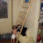Малыш и лесенка